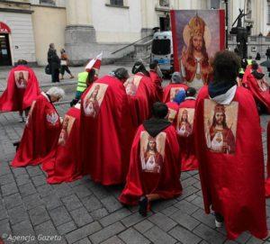 Przemarsz-Rycerzy-Jezusa-w-intencji-intronizacji-J (1)